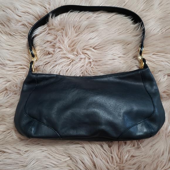 Tignanello Handbags - Tignanello black leather shoulder purse